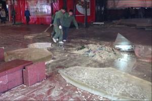 В торговом центре Шанхая лопнул аквариум