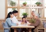 Китайцев обязали проведывать пожилых родственников