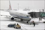 Обильные снегопады в Китае взяли в заложники тысячи пассажиров
