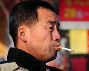 Плюнул на китайский тротуар