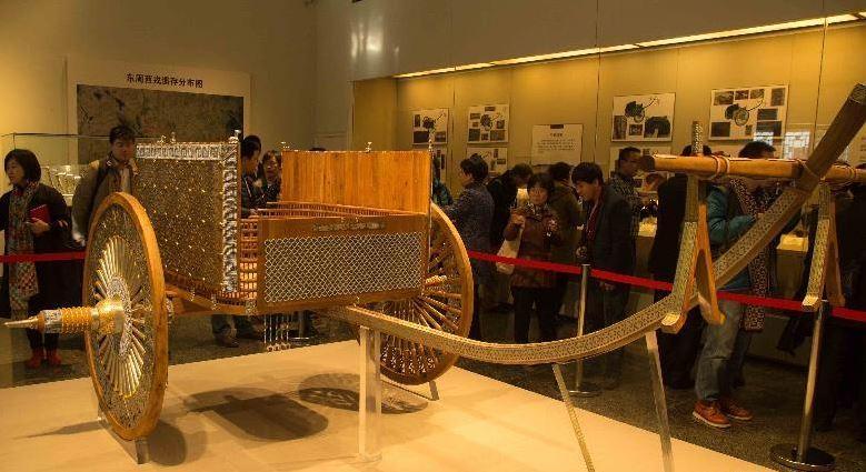 Копия 2500-летнего транспортного средства Жун  периода Воюющих царств