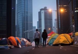 Протестующие в Гонконге блокируют магазины