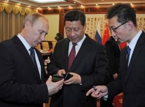 Владимир Путин подарил Си Цзиньпиню российский смартфон