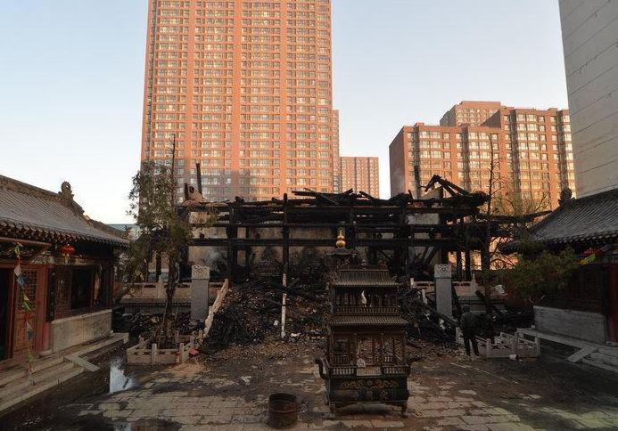 Пожар в храме Фулонг