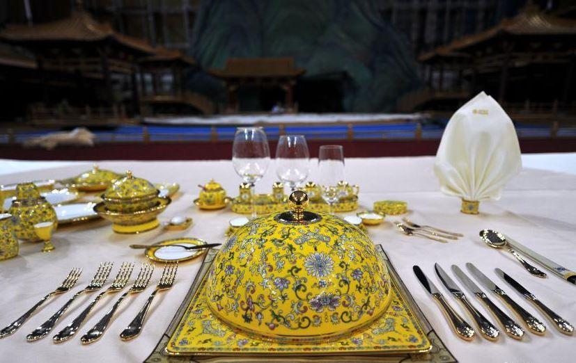 Специальная посуда для банкета по случаю встречи лидеров АТЭС
