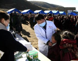 помощь пострадавшим от землетрясения в Китае