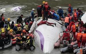 35 тел погибших найдено в результате авиакатастрофы в Тайване