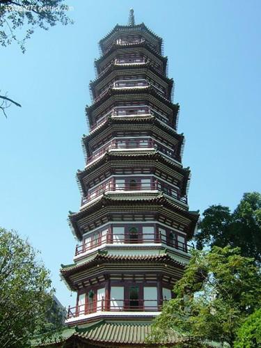 Буддийский храм в честь деревьев – Баньянов
