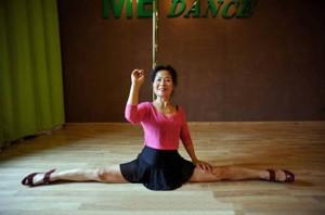 70-летняя бабушка-гимнастка очаровала интернет-пользователей своим танцем на пилоне2