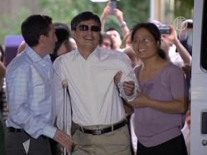 Чэнь Гуанчэн совершивший побег в Китае, получил убежище в США