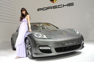 Девушек-моделей на китайских автовыставках больше не будет