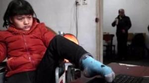 Девушка-инвалид из Китая в буквальном смысле написала роман левой ногой