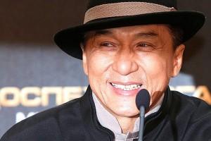 Джеки Чан призывает актеров начать борьбу с бедностью в Китае