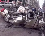 Грузовик в Китае раздавил автомобиль с 6 пассажирами внутри