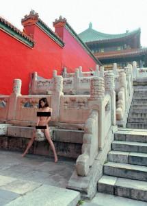 Интернет-пользователи Китая возмущены эротической фотосессией в Запретном городе