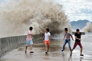 Из-за «Марии» уже эвакуировано более 390 тысяч китайцев