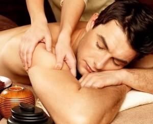 Как расслабляющий массаж снимает стресс и напряжение