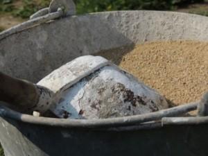 Китаец, будучи в состоянии алкогольного опьянения, принял бетон за еду