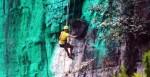 Китаец перекрасил часть скалы по фэншуй