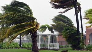 Китай страдает от мощного урагана «Мавар»