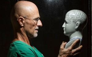 Китайские медики провели успешную трансплантацию головы