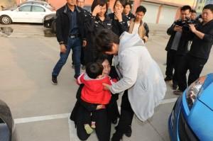 Китайские полицейские обнаружили «фабрику» по рождению и продаже новорожденных малышей
