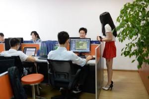 Китайские софтварные компании нанимают на работу девушек, чтобы создать веселую рабочую атмосферу в офисе1