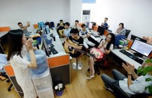 Китайские софтварные компании нанимают на работу девушек, чтобы создать веселую рабочую атмосферу в офисе3