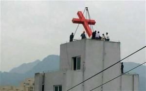 Китайские власти продолжают снимать кресты с церквей