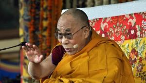 Китайцы требуют, чтобы Далай-лама реинкарнировал