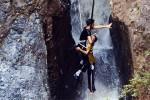 Маленький китаец выжил после падения в 16-метровый водопад