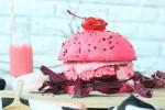 Меню для девочек: сеть быстрого питания в Китае предлагает своим посетительницам отведать розовый бургер
