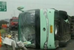 На мужчину в Китае упал грузовик
