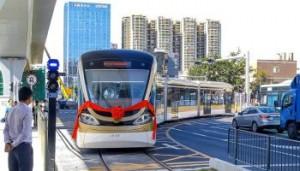 На улицах Китая начали курсировать «умные» безрельсовые трамваи