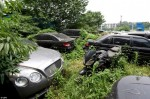 Никому не нужная парковка с никому не нужными автомобилями