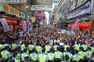 Обычные китайцы защищают Фалуньгун