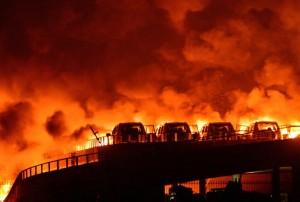 Опустошенная земля последствия взрыва в Китае засняли с дрона1