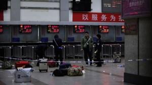 Полиция застрелила четырех участников поножовщины на вокзале в Куньмине