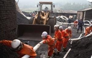 При выбросе газа на шахте в Китае погибло 10 человек