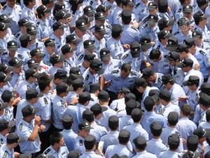 Произволы в Китае возмущают общественность