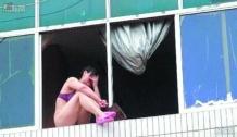 «Прыгай быстрее!». В Китае толпа уговорила прыгнуть девушку с 10 этажа
