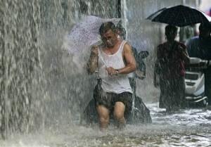 Сильные дожди обрушились на юго-западную часть Китая