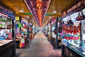 Торговые районы Пекина приготовились к возможным терактам на праздники