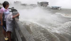 Тропический шторм обрушился на китайскую территорию