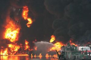 У берегов Китая взорвался индийский танкер