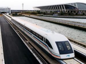 В КНР начали курсировать самые скоростные пассажирские поезда в мире