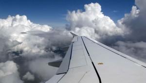 В КНР в результате экстренной посадки самолета пострадали бортпроводник и пилот