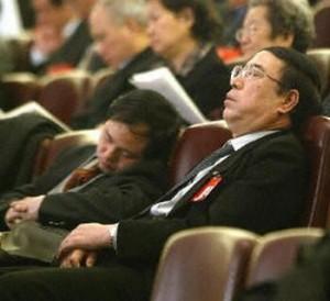 В Китае 249 чиновников были наказаны за лень