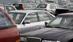 В Китае автомобиль нарушителя парковки затянули на крышу