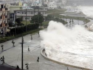 В Китае эвакуируют людей из-за приближения тайфуна